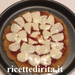 Pizza di pane rossa